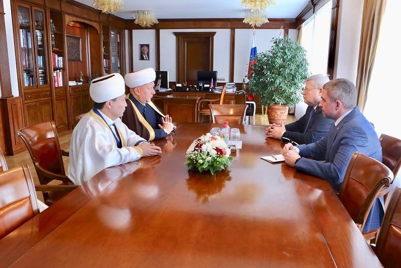 THE GOVERNOR OF THE TOMSK OBLAST MET THE HEAD OF THE SPIRITUAL ASSAMBLEY OF MUSLIMS OF RUSSIA