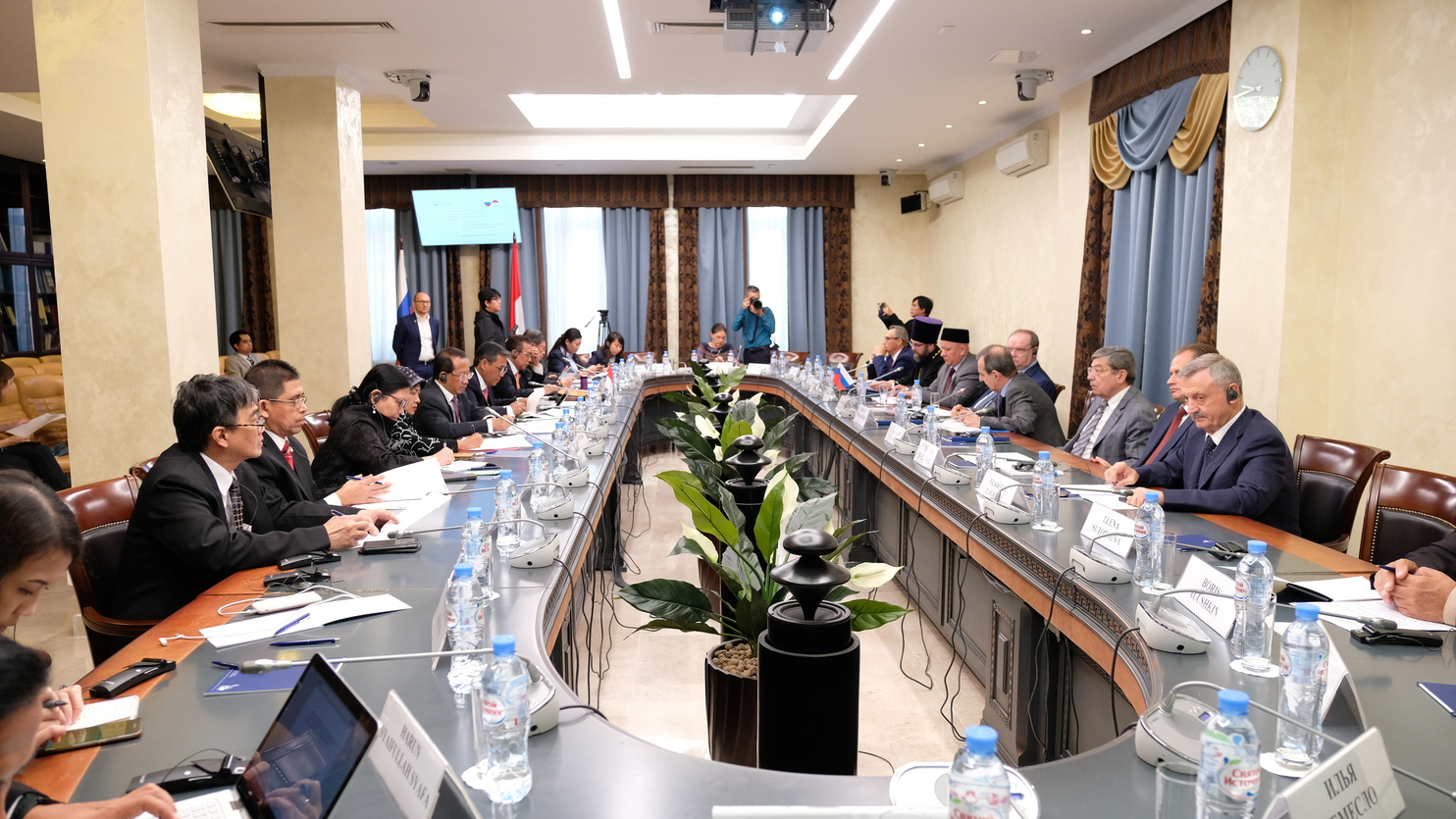 Round table within the framework of the second Indonesia-Russian inter-confessional and cross-media dialogue held in the civic chamber